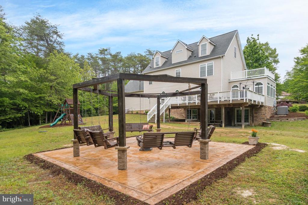 Custom built swings for outdoor gatherings. - 1065 MOUNTAIN VIEW RD, FREDERICKSBURG