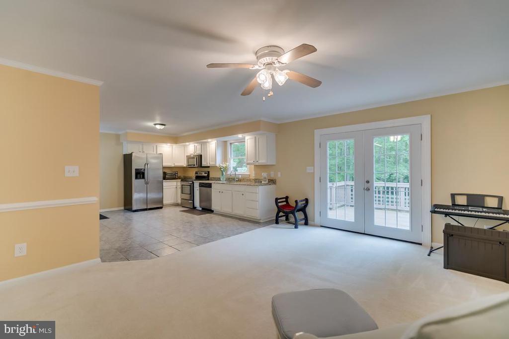 Living area off Kitchen. - 1065 MOUNTAIN VIEW RD, FREDERICKSBURG
