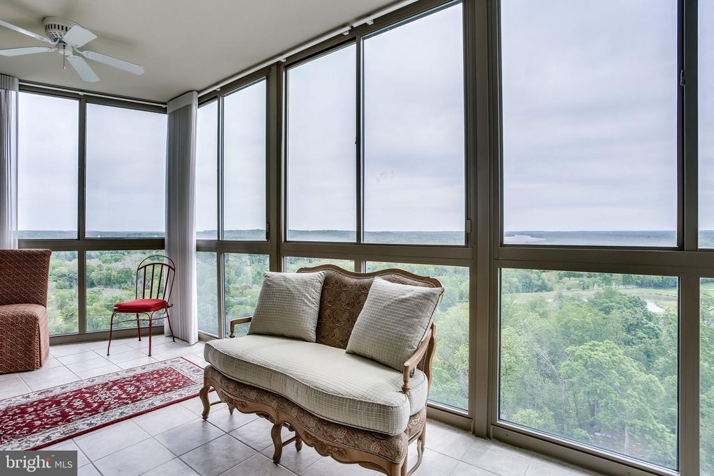What a great place to relax - 19355 CYPRESS RIDGE TER #1118, LEESBURG