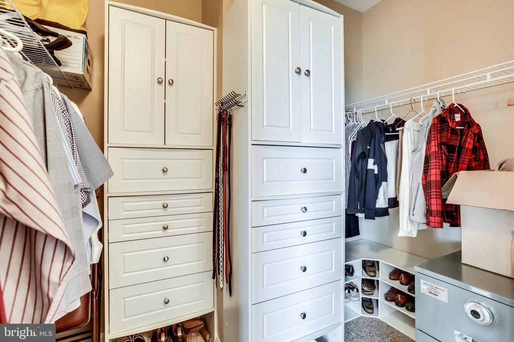 Master walk in closet with built ins - 19355 CYPRESS RIDGE TER #1118, LEESBURG