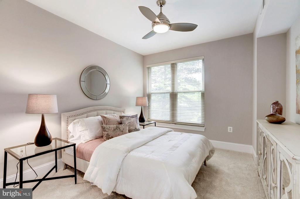 2nd bedroom - 4821 MONTGOMERY LN #303, BETHESDA