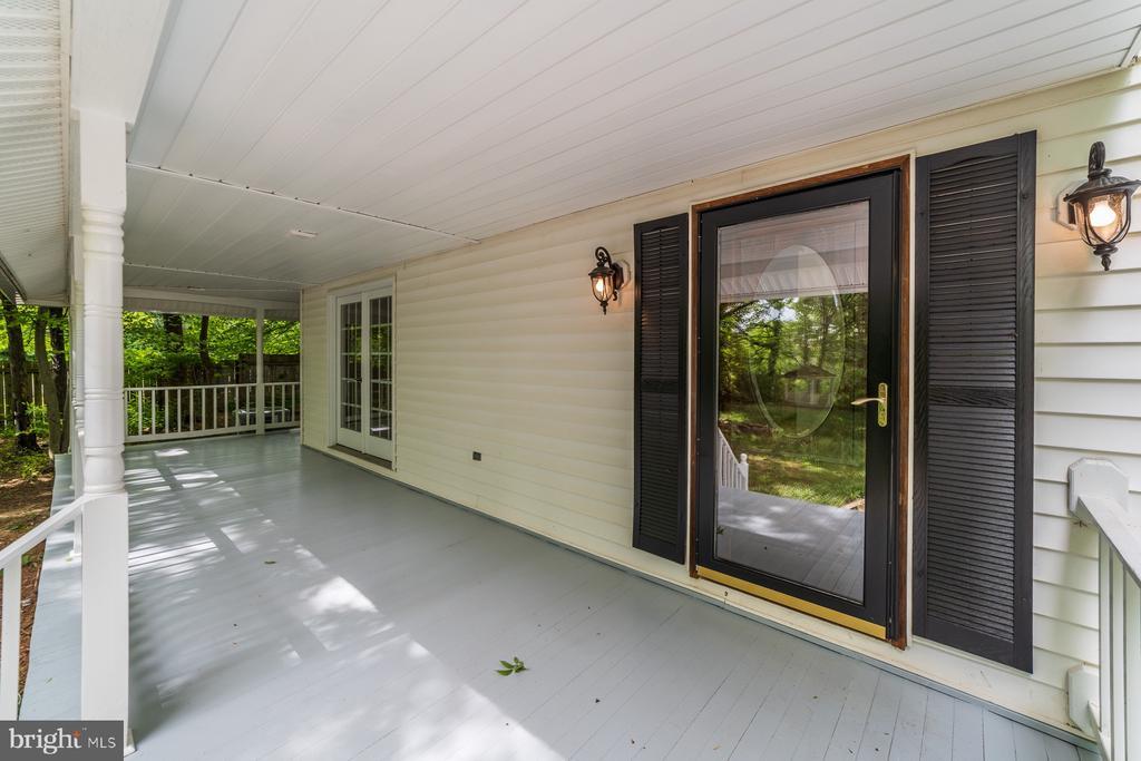 Wrap around porch - 5696 GAINES ST, BURKE