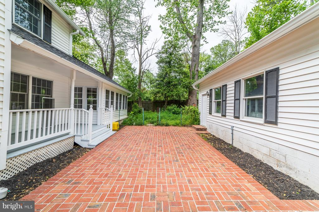 Rear porch and patio for entertaining - 5696 GAINES ST, BURKE