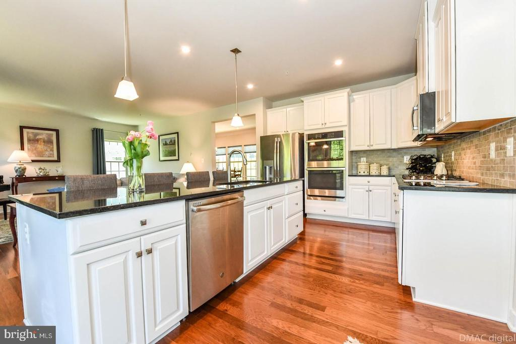 Stainless steel appliances. - 9687 AMELIA CT, NEW MARKET