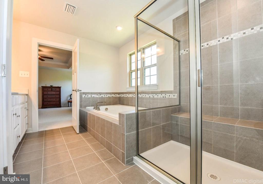 Soaking tub. - 9687 AMELIA CT, NEW MARKET