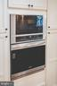 Oven/microwave - 5696 GAINES ST, BURKE