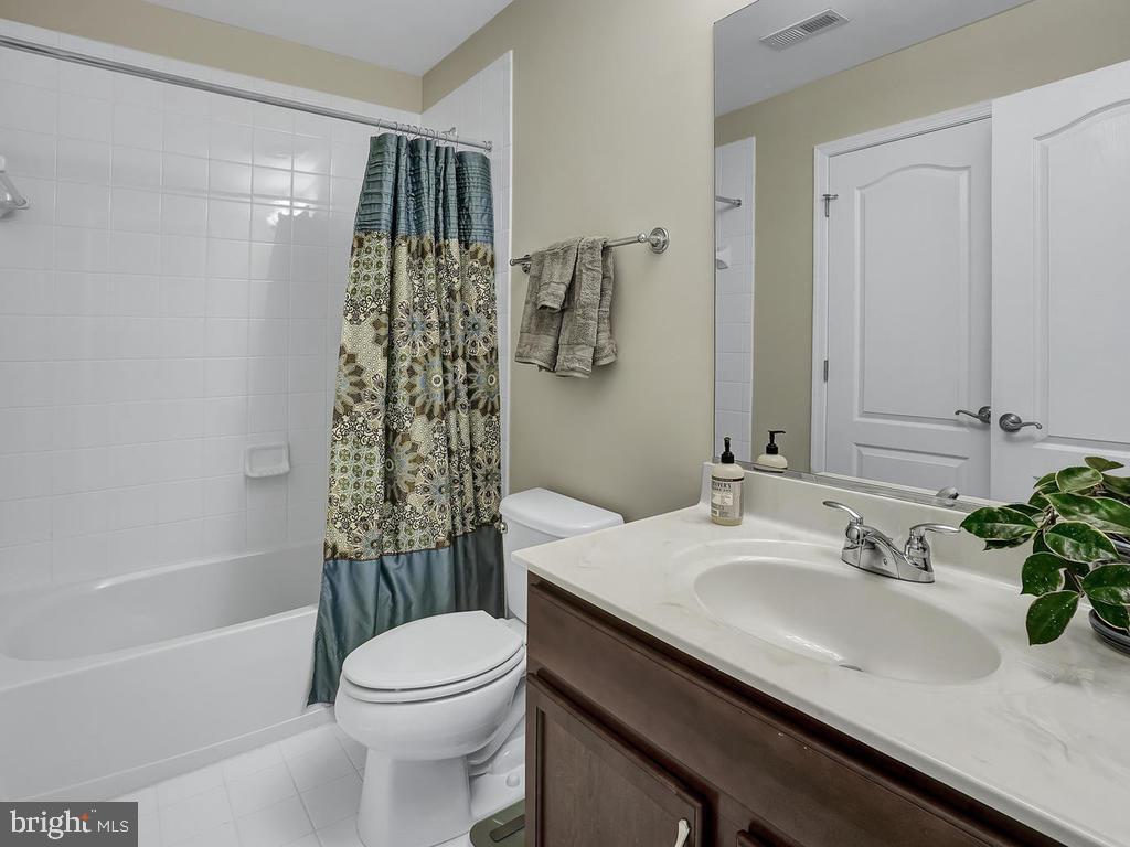 Master Bathroom - 27 LORD NICKENS ST, FREDERICK