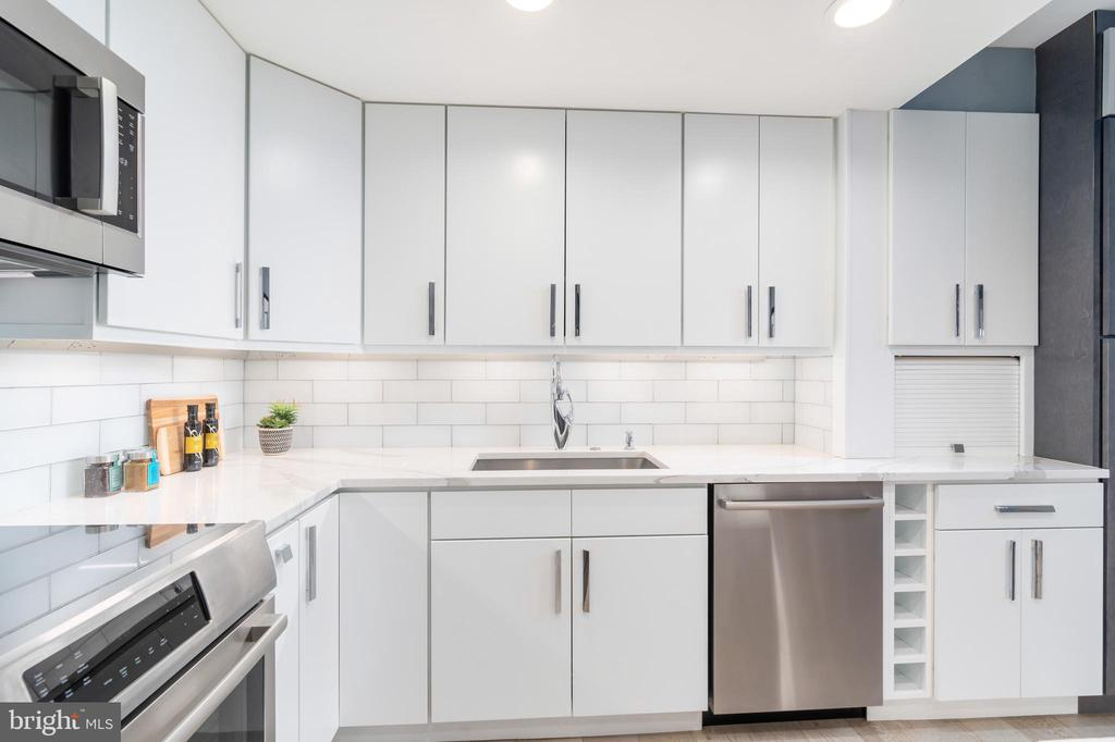 Expanded kitchen with top line appliances - 2301 N ST NW #517, WASHINGTON