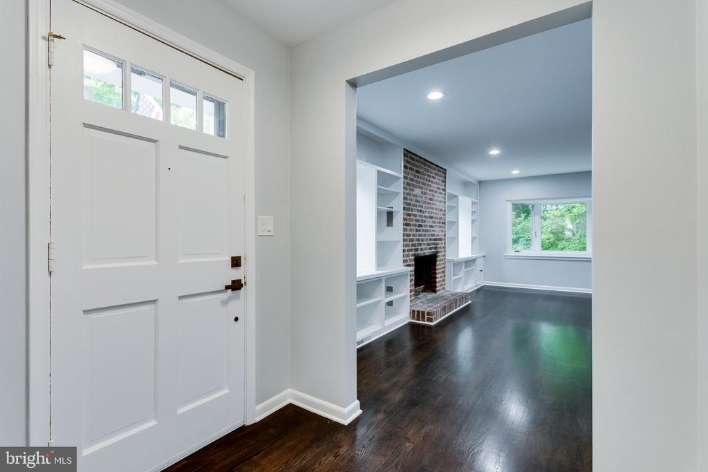 View from Front Entry into Living Room - 5125 37TH ST N, ARLINGTON
