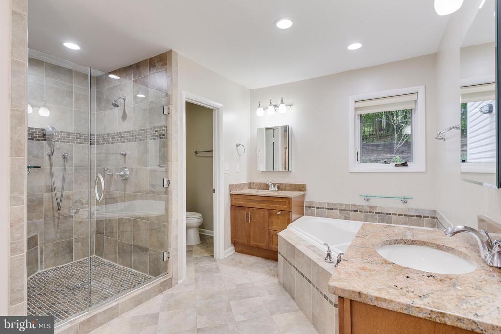 Master Bathroom with Three Vanities - 5125 37TH ST N, ARLINGTON