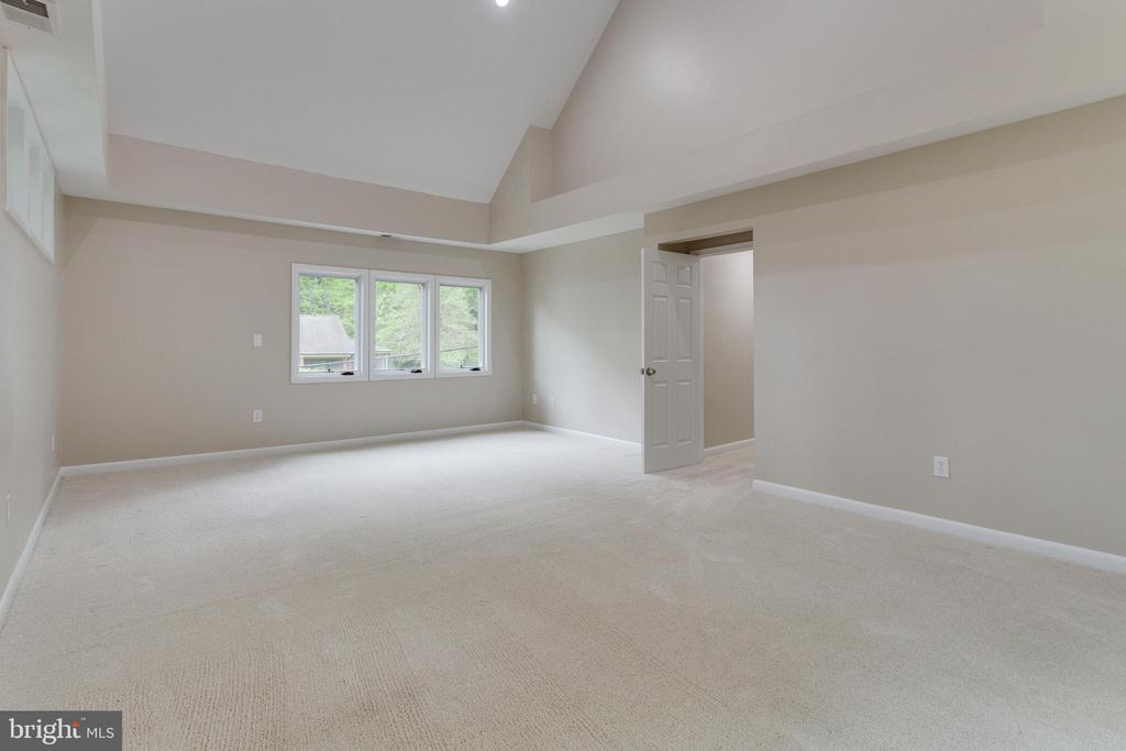 Master Bedroom with Vaulted Ceiling - 5125 37TH ST N, ARLINGTON