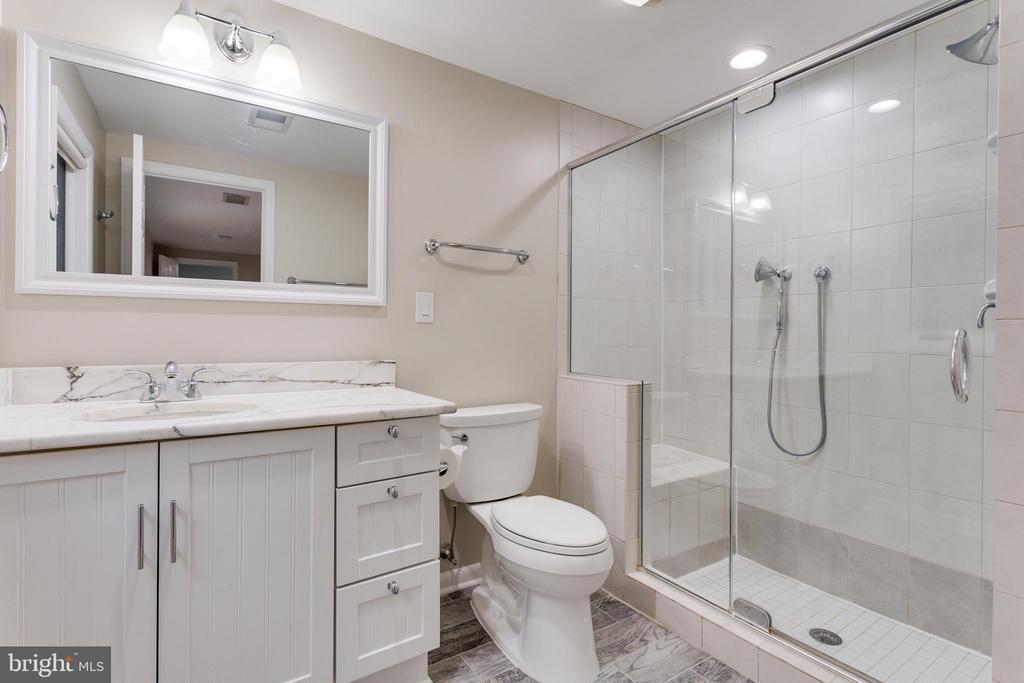 Ensuite Bathroom - Upper Level - 5125 37TH ST N, ARLINGTON