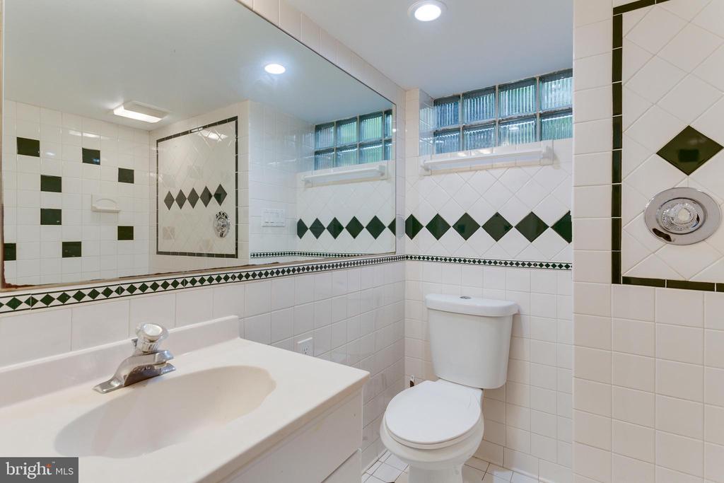 Full Bathroom - Lower Level - 5125 37TH ST N, ARLINGTON