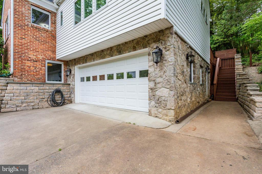 Garage and Side Staircase to Deck - 5125 37TH ST N, ARLINGTON
