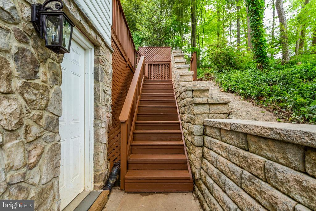 Side Staircase to Deck - 5125 37TH ST N, ARLINGTON
