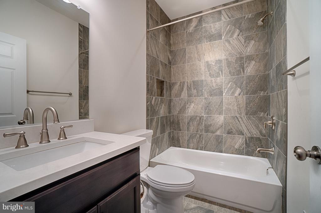 Bath (Master) - 4326 AGNEW AVE, ALEXANDRIA