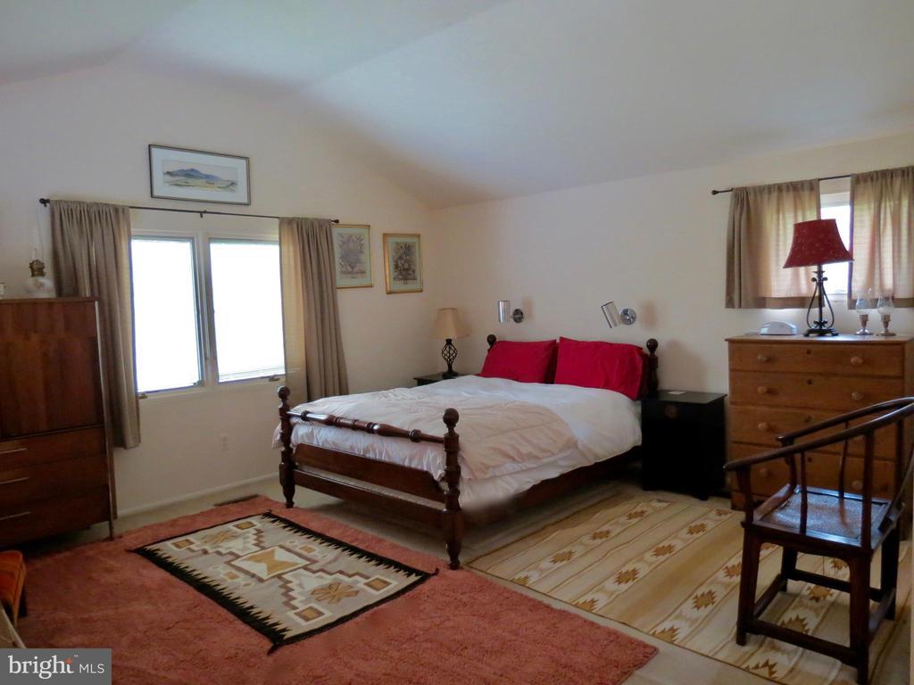 Upstairs Master Bedroom & loft - 140 HORSESHOE HOLLOW LN, WASHINGTON