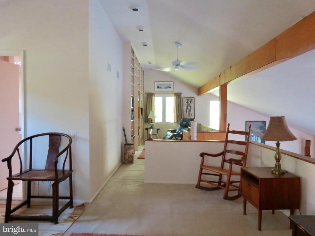 Upstairs Master sitting areas - 140 HORSESHOE HOLLOW LN, WASHINGTON