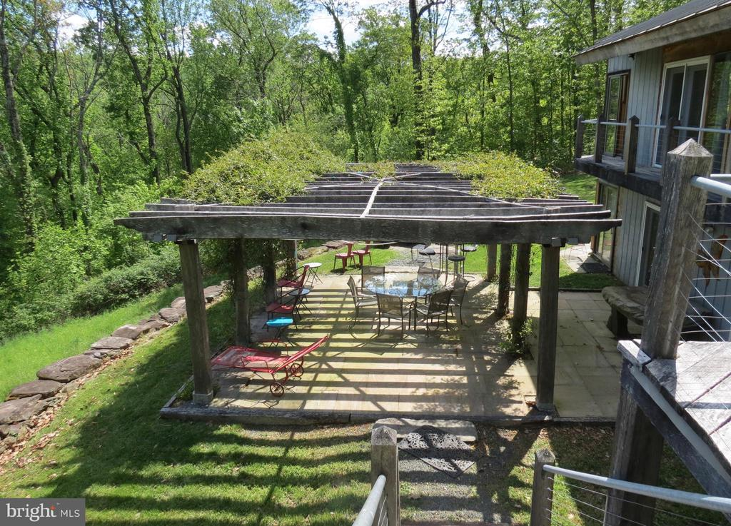 Patio from stairs to the upper deck - 140 HORSESHOE HOLLOW LN, WASHINGTON