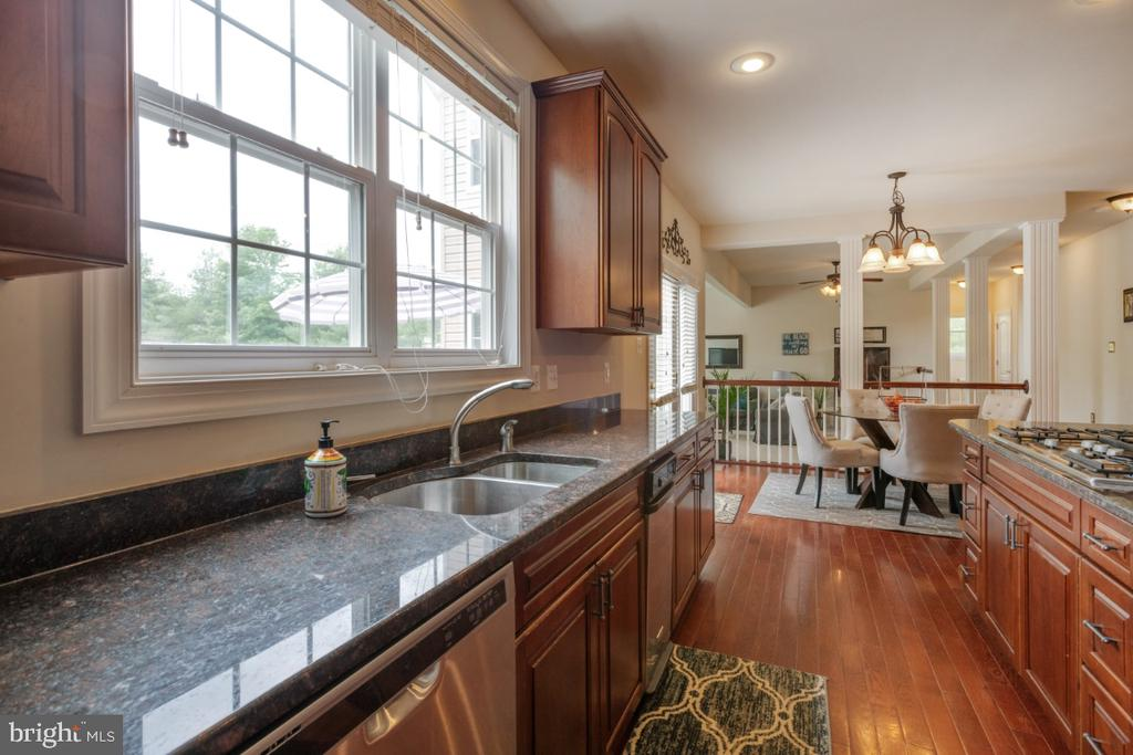 Hardwood floors,granite counters window for light - 4 EASTER DR, STAFFORD