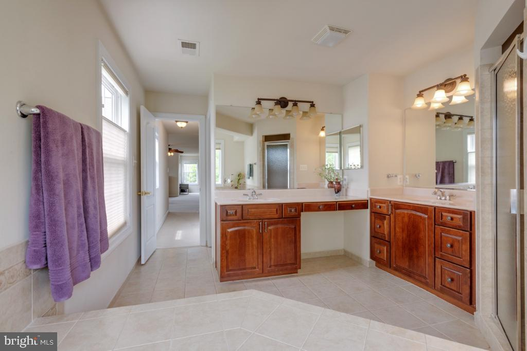 Luxury master bath with double vanity - 4 EASTER DR, STAFFORD