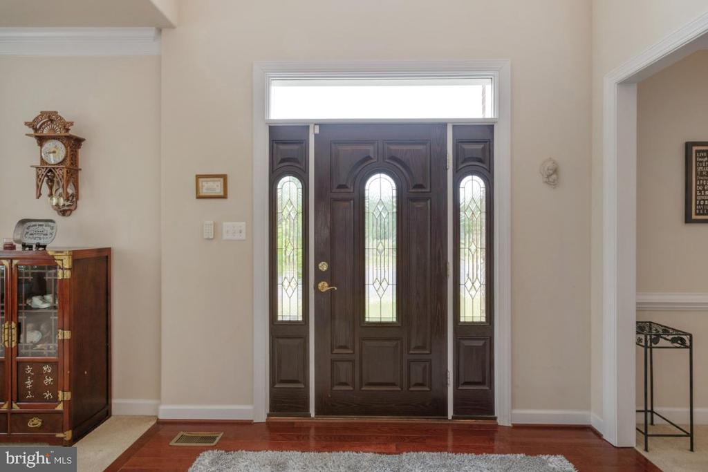Upgraded front door with transom & side lights - 4 EASTER DR, STAFFORD