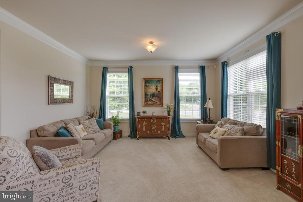 Spacious and bright formal living room - 4 EASTER DR, STAFFORD