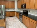 Room for 2 chefs to create the perfect entree! - 6587 KIERNAN CT, ALEXANDRIA