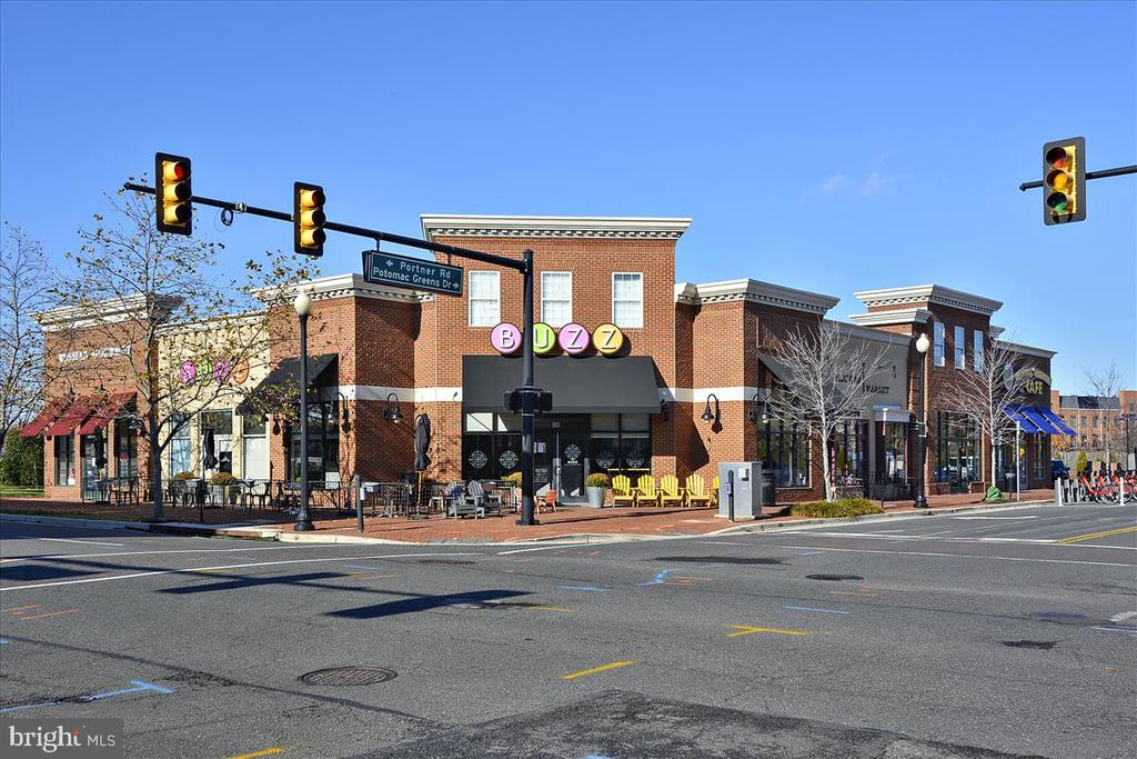 Slaters Lane Markets and Stores - 501 SLATERS LN #703, ALEXANDRIA