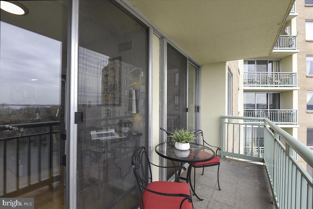 14 ft balcony with stunning views - 501 SLATERS LN #703, ALEXANDRIA