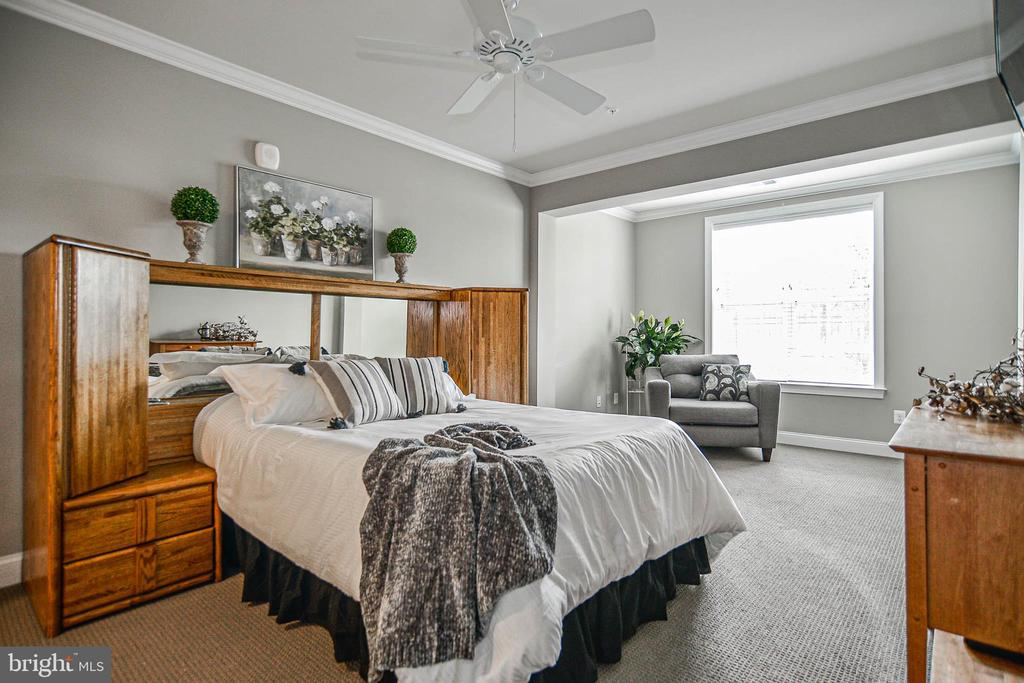 Master bedroom with sitting room - 20981 ROCKY KNOLL SQUARE #107, ASHBURN