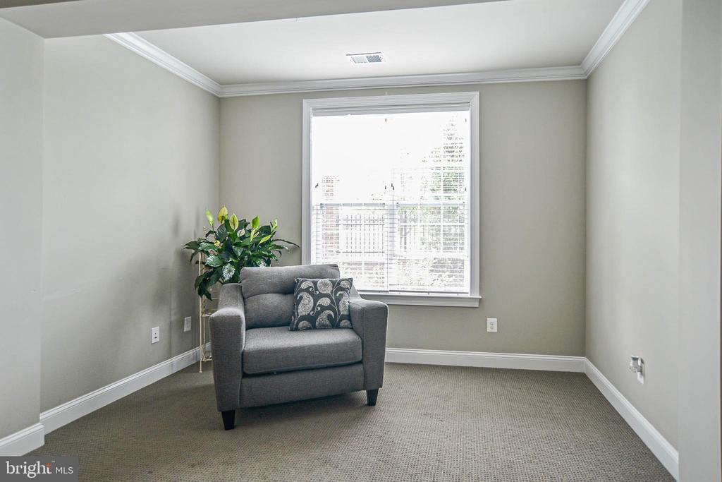 Sittings  space in Master bedroom - 20981 ROCKY KNOLL SQUARE #107, ASHBURN