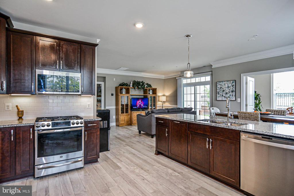 Stainless appliances - 20981 ROCKY KNOLL SQUARE #107, ASHBURN