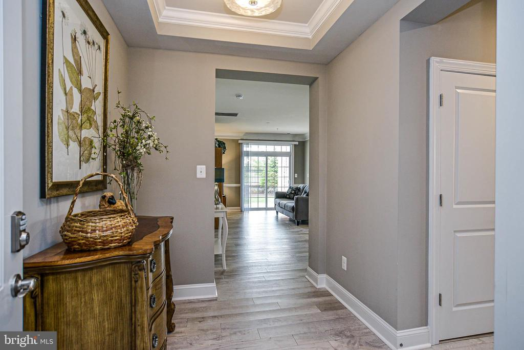 Welcome to this spacious foyer with tray ceiling - 20981 ROCKY KNOLL SQUARE #107, ASHBURN