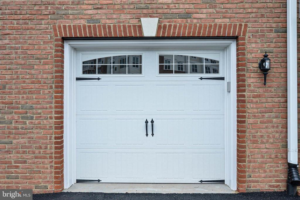 One car garage - 20981 ROCKY KNOLL SQUARE #107, ASHBURN