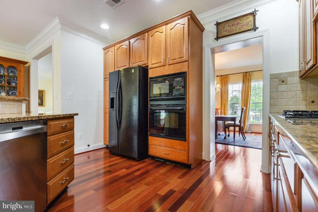 Gourmet Kitchen with Wide Plank Hardwood Floors - 19912 MIZNER TER, ASHBURN