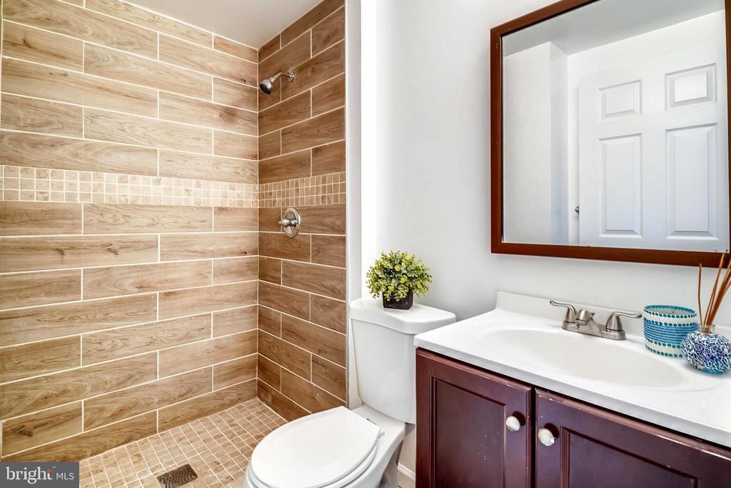 bathroom #2 - 11501 SCOTTSBURY TER, GERMANTOWN