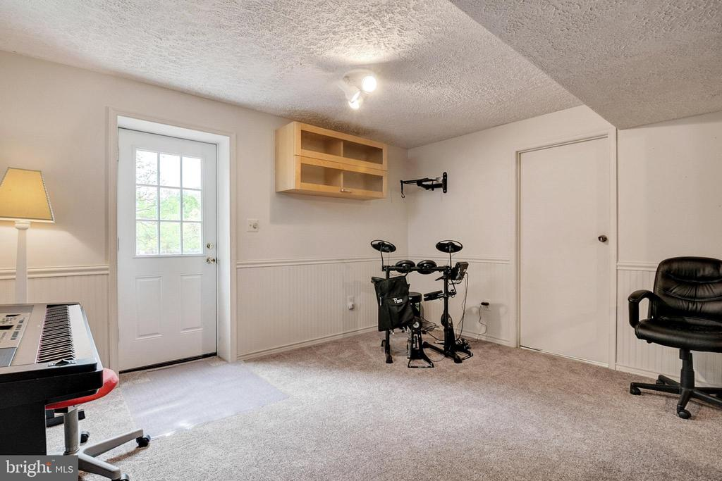 Lower level Recreation Room - 404 BELLE GROVE RD, GAITHERSBURG