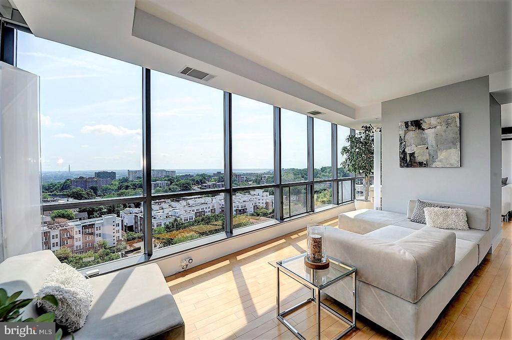Unparalleled views of DC from Living Room - 2001 15TH ST N #1004, ARLINGTON
