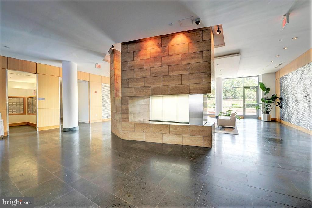 Modern Lobby - 2001 15TH ST N #1004, ARLINGTON