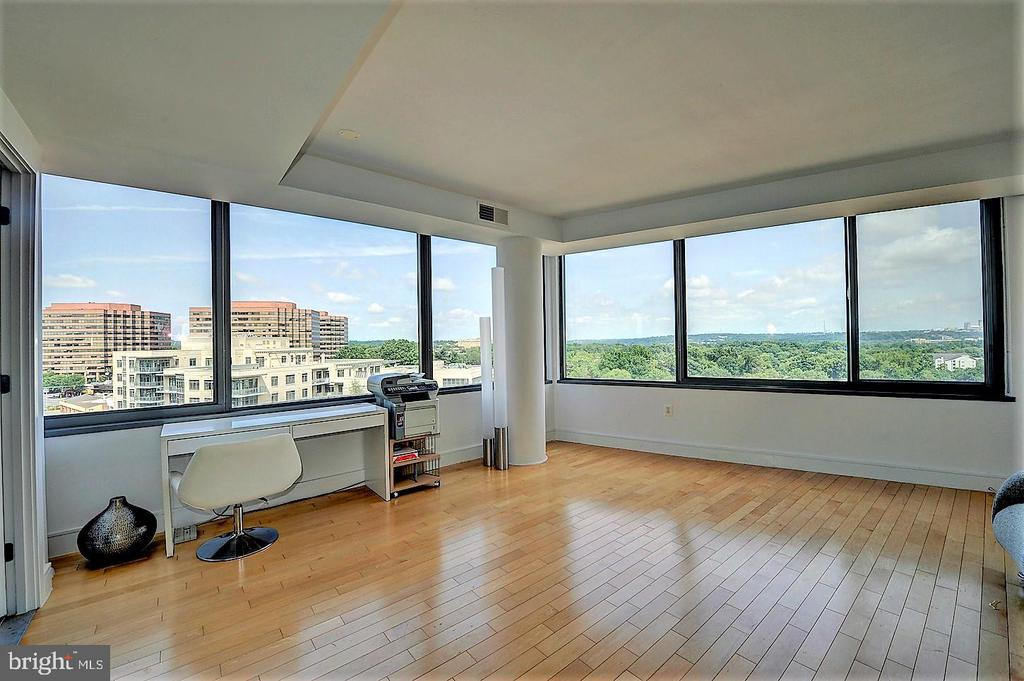 2nd BR can be used as a Master (has attached Bath) - 2001 15TH ST N #1004, ARLINGTON