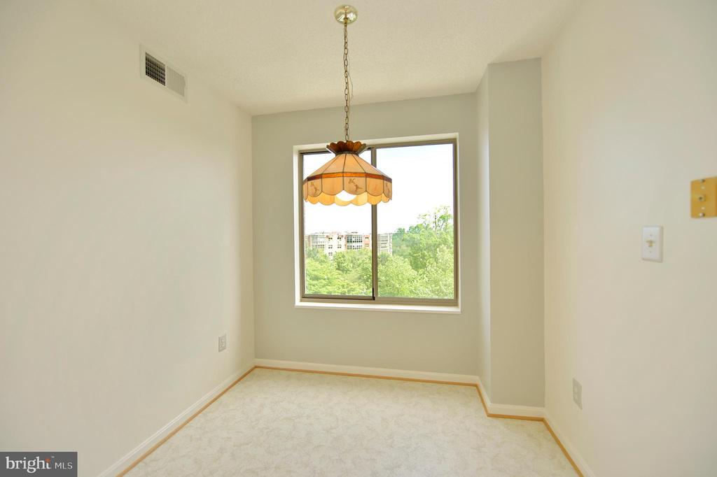 BREAKFAST ROOM WITH BEAUTIFUL TREED VIEW - 19385 CYPRESS RIDGE TER #307, LEESBURG