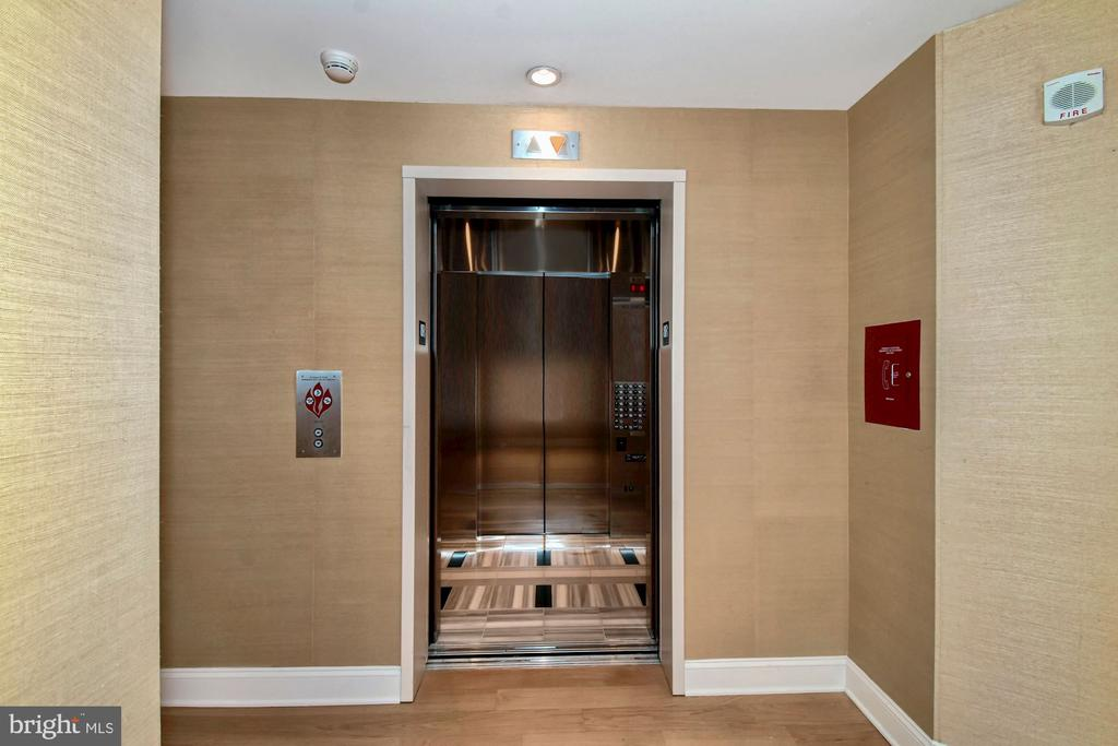 Direct Access Elevator - 1881 N NASH ST #804, ARLINGTON
