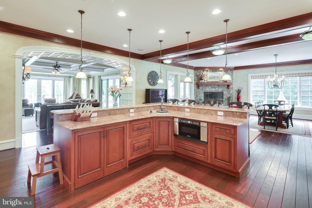 Gourmet Kitchen - 809 HOMESTEAD LN, CROWNSVILLE
