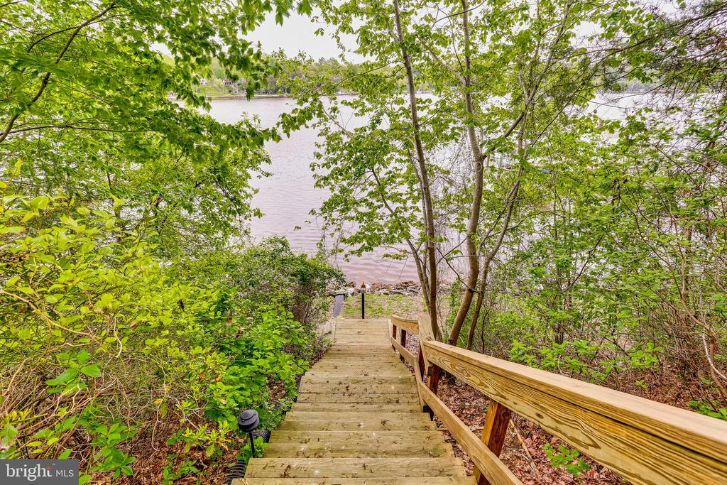 Stairs to pier - 809 HOMESTEAD LN, CROWNSVILLE