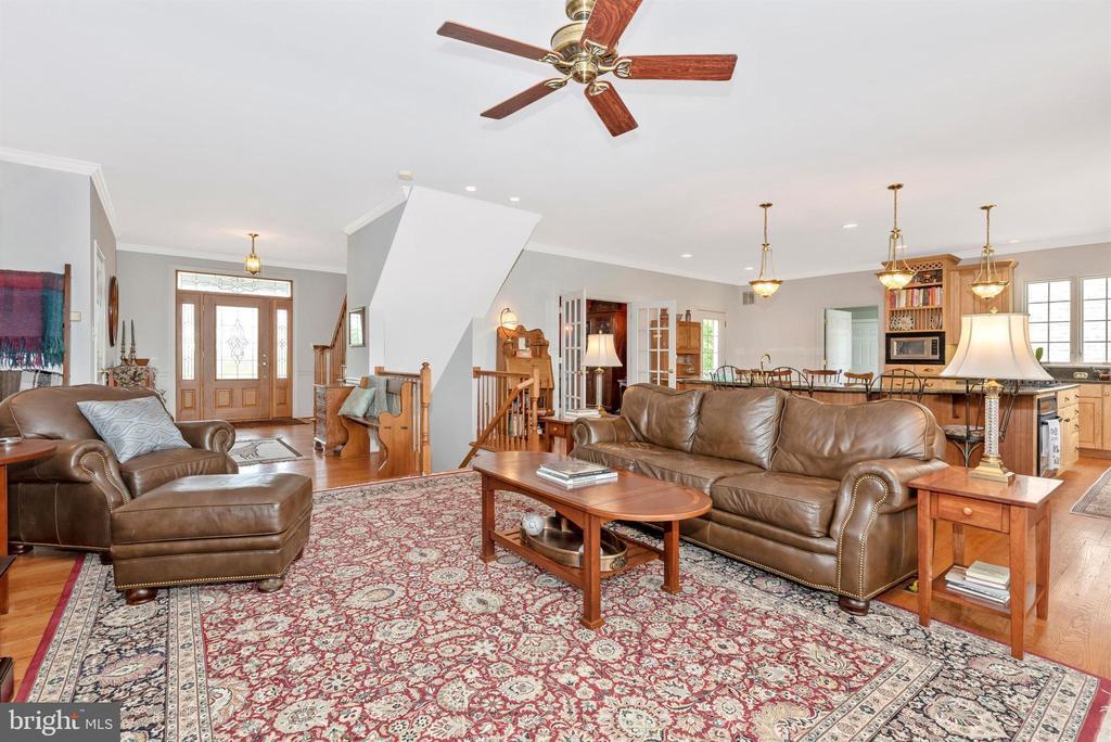 family room - 6950 BURKITTSVILLE RD, MIDDLETOWN
