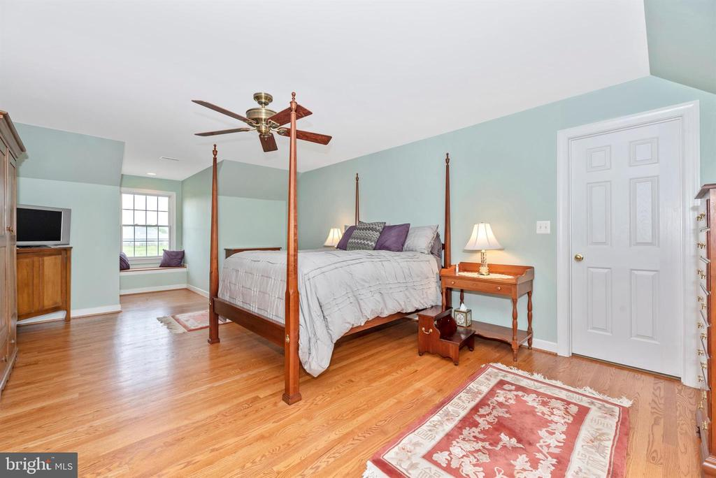 master bedroom - 6950 BURKITTSVILLE RD, MIDDLETOWN