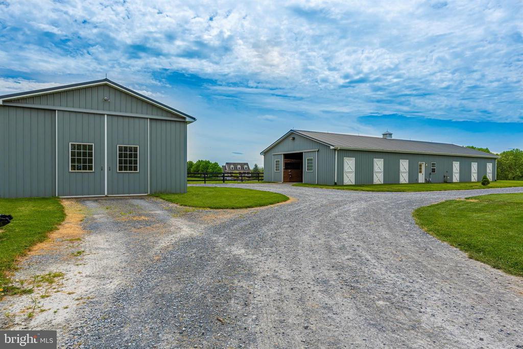 center aisle barn and storage barn - 6950 BURKITTSVILLE RD, MIDDLETOWN