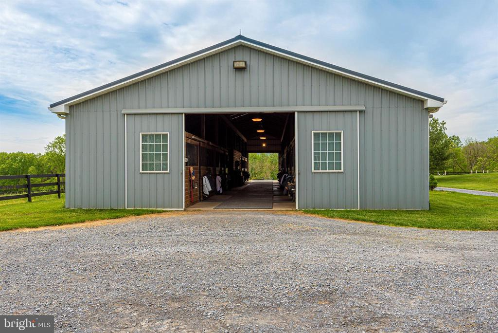 center aisle barn - 6950 BURKITTSVILLE RD, MIDDLETOWN
