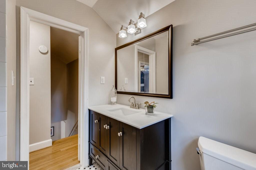 Upper Level Full Bathroom - 4501 AMHERST LN, BETHESDA